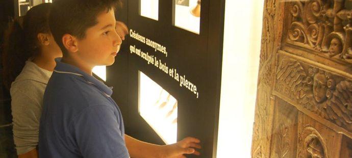 visite d'une exposition sur la sculpture